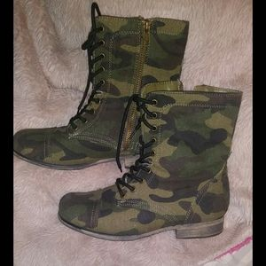 Shoes - Cute army style boots sz 6